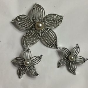 Vintage Sarah Coventry Flower Pin & Clip Earrings